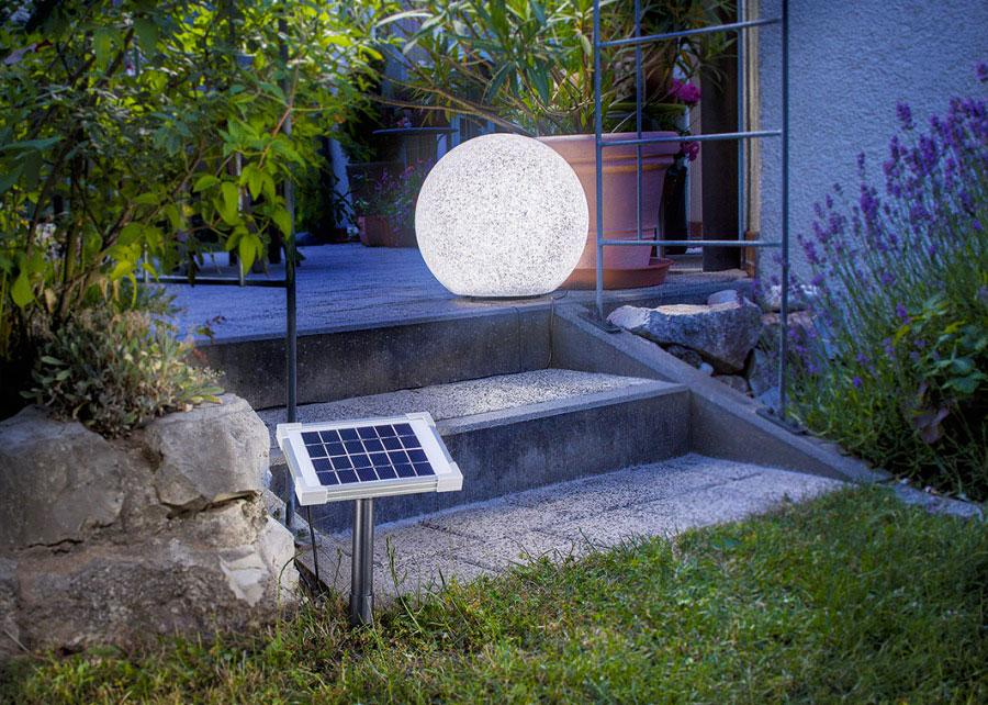 Декоративный осветитель, работающий от солнечной энергии