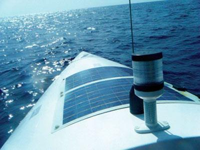 установленные гибкие солнечные батареи