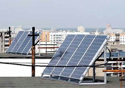 солнечная батарея на крыше многоэтажки