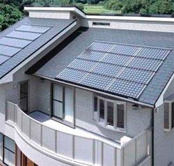 солнечные батареи на крыше коттеджа