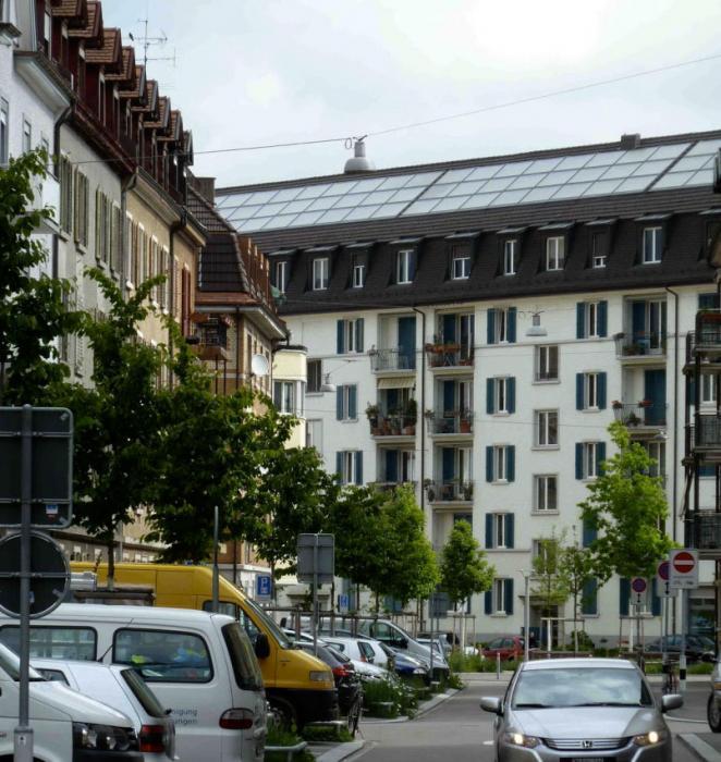 гелиобатареи на крыше многоэтажки