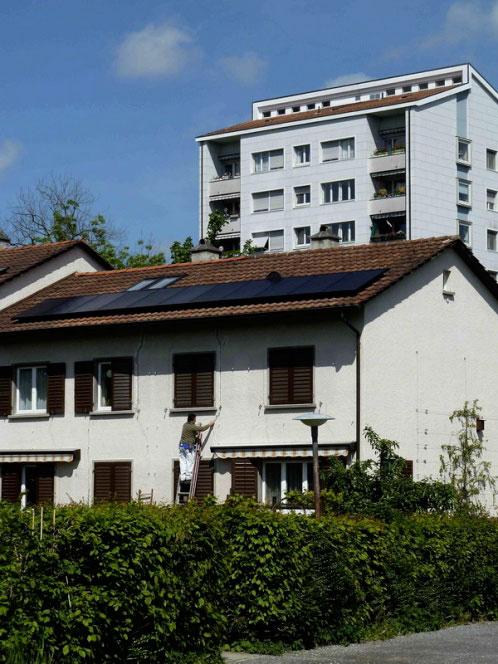 частный дом, оснащённый солнечными панелями