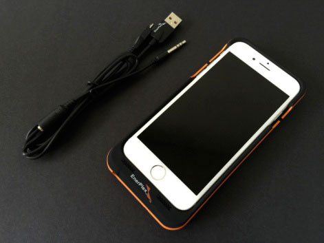 смартфон в «EnerPlex Surfr»
