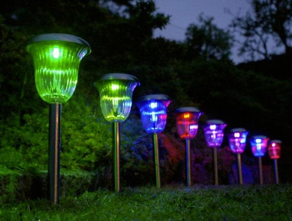 светильники вдоль дорожки