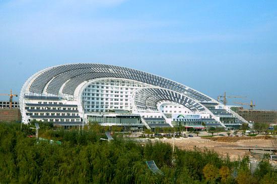 здание с солнечными батареями (Китай)