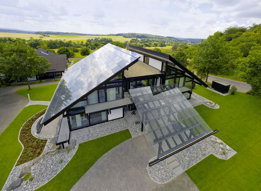 дом с модулями на крыше