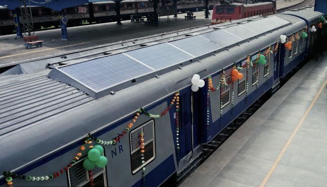Солнечный пассажирский поезд